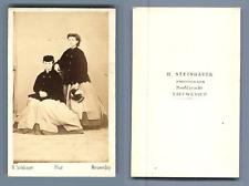 H. Steinhauer, Nieuwediep (Pays Bas), Jeunes femmes posant  CDV vintage albumen.