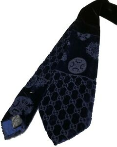 GUCCI BLACK AND NAVY PRINTED VELVET TIE