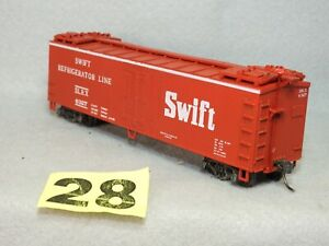 KADEE HO SCALE SWIFT REEFER CAR, NEW, READY TO RUN