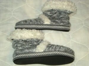 Muk Luks House Slippers Size 7 - 8 Booties Knit Faux Fur Cuff