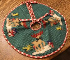 """Vintage Mini Christmas Tree Skirt with Reindeer, Presents& Buttons 11 1/2"""" acros"""