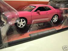 DODGE CHALLENGER CONCEPT CAR rose foncé 1/18 HIGHWAY 61 50577 voiture miniature