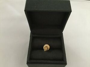 Ashley Clarke alphabet D pin badge yellow gold vermeil (plated)