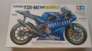 Tamiya 1/12th Scale Blue Yamaha Motorcycle Model YZR-M1 '04 No.46/No.17