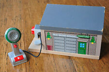 THOMAS TANK ENGINE Wooden Railway - Knapford Station with working microphone