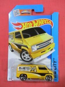 HOT WHEELS Customs '77 Dodge van - Yellow Mooneyes (2015)  HW City