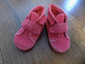 Minnetonka Moccasins Baby Hot Pink Suede Leather Ankle Boots Toddler sz 4 Fringe