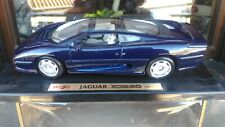 Jaguar XJ 220 1992 scala 1/18 blu Maisto con scatola.