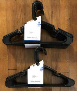 "Lot Of 90 Standard Black Plastic Tubular Hangers Adult 16.5"" Light-Weight, NEW"