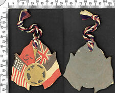 Souvenir pendentif des alliés de la 2eme Guerre Mondiale. Fait en bois