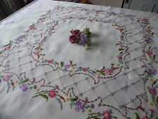 VINTAGE HAND EMBROIDERED LINEN TABLECLOTH - BEAUTIFUL DELICATE FLOWER CIRCLE