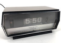 Vintage General Electric Rotating Flip Clock GE Alarm Lighted Dial 8140-3