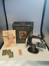 ANTIQUE VTG SINGER MODEL 20 CHILD'S SMALL SEWING MACHINE w/ box & manual needles