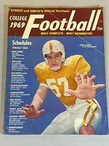 Street and Smith's College Football Yearbook Magazine 1969 Steve Kiner Tennessee