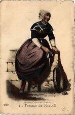 CPA  Anciens Costumes Bretons - Femme de Roscoff  (381595)