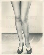 1954 Press Photo The Legendary Gorgeous Gams of Betty Grable