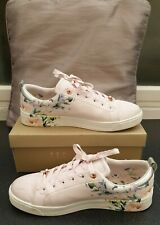 TED BAKER LADIES TRAINERS SIZE 7.