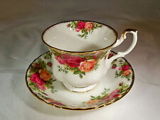 ROYAL ALBERT BONE CHINA ENGLAND OLD COUNTRY ROSES FOOTED CUP & SAUCER SET!