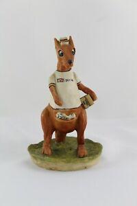 Figura Biscuit Resina CANGURO Repartidor TNT, firmada GIL PEREZ Porcelana Fria.