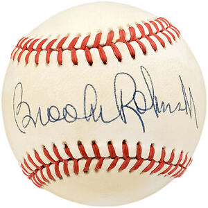 Brooks Robinson Autographed Signed AL Baseball Baltimore Orioles Beckett Y93099