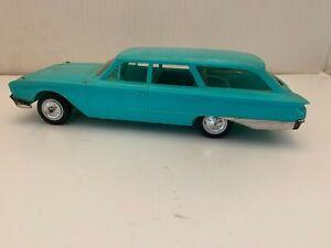 VINTAGE FORD COUNTRY SEDAN HUBLEY MODEL CAR ASSEMBLED TURQUOISE BLUE