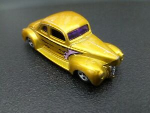2001 MATTEL 40' FORD COUPE  YELLOW CAR MODEL