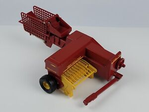 Ertl New Holland Die Cast Square Hayliner 1/16 Scale USA Made Excellent cond