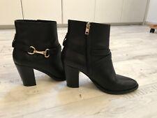 Burberry Stiefeletten, Ankle Boots, schwarz, goldene Schnalle