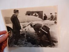METEOR CRASH  CAWOOD FIREMAN 1958 CRASH    PRESS PHOTO ORIGINAL  18 x 25 cm