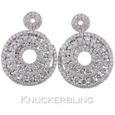 2.20 CT Pendientes de Diamantes en Oro Blanco 18 CT para orejas perforadas Diseño de cluster