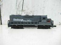 N SCALE Southern Pacific #9725 and Burlington Northern
