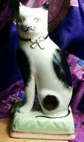 Vintage PORCELAIN CAT SANDLAND HANLEY STAFFORDSHIRE FIGURINE MADE IN ENGLAND