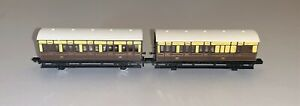 2 x Graham Farish 4-Wheeled Carriages in GWR Livery
