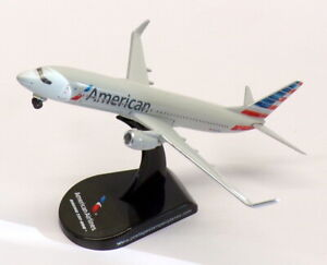Daron 1/300 Scale Aircraft PS5815-2 - American Airlines Boeing 737-800