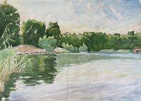 Aquarell Impressionist Windstiller Tag am bewaldeten Seeufer mit Steg im Sommer