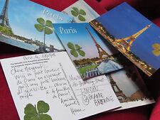 2 trèfles à 4 feuilles véritables envoyés avec une carte postale de Paris !