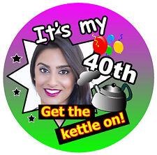 40 cumpleaños Insignia (Consigue el Tetera en Personalizado INSIGNIA, FOTO NUEVO