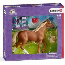 SCHLEICH HORSE CLUB ENGLISH THOROUGHBRED HORSE TOY FIGURE WITH BLANKET (42360)