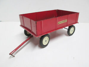 1960's INTERNATIONAL BARGE-TYPE FARM WAGON with DIECAST BASE 1/16 Scale ERTL