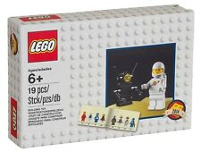 LEGO D2C Minifigure Retro Set 2014 - Classic Spaceman (5002812) - In Hand