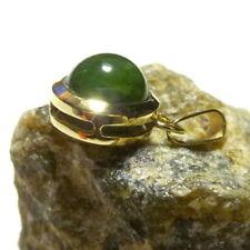 Collares y colgantes de joyería con gemas verde de oro amarillo