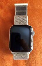 Apple Watch Series 4 44 mm Cassa in Alluminio GPS, Cinturino Sport Loop