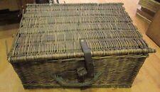 ancienne valise pique nique en osier et cuir panier vide epoque fin XIXe