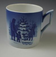 1979 ROYAL COPENHAGEN KAI LANGE DEMI CUP CHOOSING THE CHRISTMAS TREE
