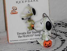 Hallmark Halloween Ornament TREATS FOR SNOOPY Mummy Peanuts Gang 2010