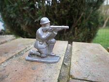 QUIRALU: soldat 39/45 tireur à genou en bon état d'usage.