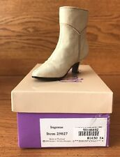 Raine Just the Right Shoe Ingenue Coa Box 25027