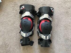 Evs carbon fibre knee brace