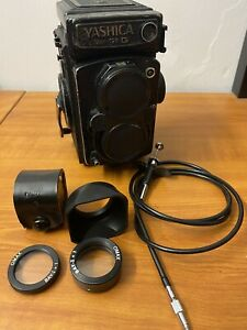 YASHICA MAT 124 G TLR CAMERA WITH Accessories