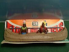 BRITAINS HERALD INDIAN CANOE WITH METALLIC BAR 1:32 CARDED AS NEW